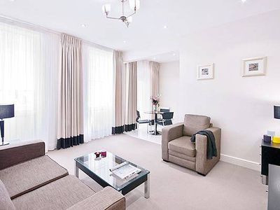 Photo for Central London apartment in Baker Street! up to 8!
