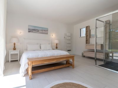 Photo for Charming and spacious 2 room apartment