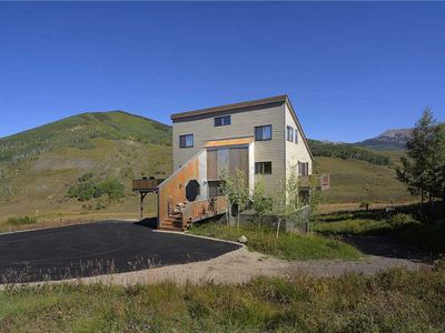 Photo for Perfect mountain getaway - surrounded by views!