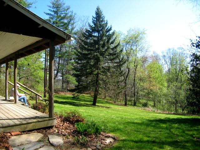 Abner 39 s cabin dog friendly close to downtown asheville for Asheville cabin rentals pet friendly