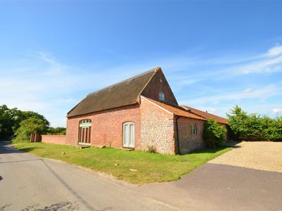 Photo for Berry Thatch - Two Bedroom House, Sleeps 4
