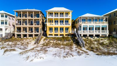 TOES IN THE SAND, DIRECTLY ON THE BEACH, POOL ACCESS, FAMILY FUN!!