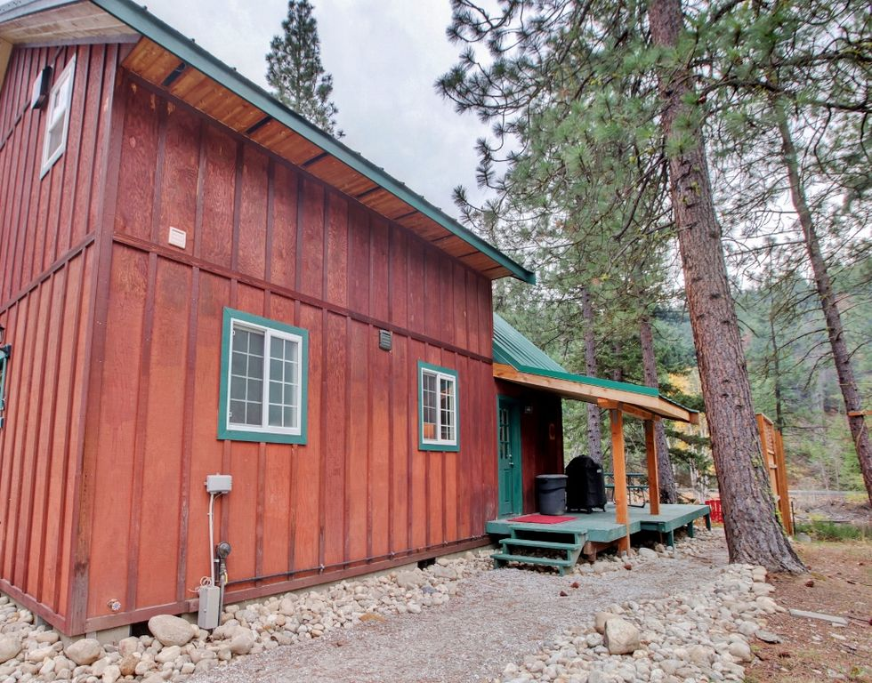 39 whispering river 39 2br leavenworth cabin w firepit plain for Leavenworth cabin rentals