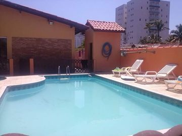 House with pool 200 meters from the beach