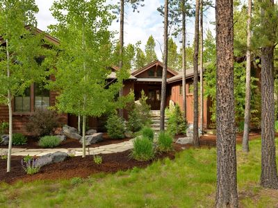 Photo for 56276 Trailmere Circle: 3 BR / 3 BA home in Bend, Sleeps 8