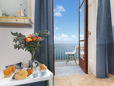 Photo for One bedroom Apartment, sleeps 5 with FREE WiFi and Walk to Beach & Shops