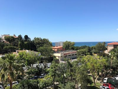 Photo for Bright 2 bedroom apartment with pool and next to the beach