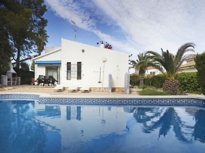 Photo for Wonderful private villa for 8 guests with private pool, WIFI, A/C, TV, pets allowed and parking