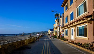 Photo for Mission Beach getaway w/classic decor on boardwalk & surf!