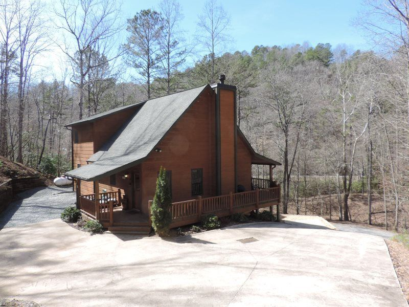 River front cabin in the coosawattee river resort ellijay for Large cabin rentals north georgia