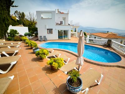 Photo for Spacious 5 bedroom villa with private pool and jacuzzi