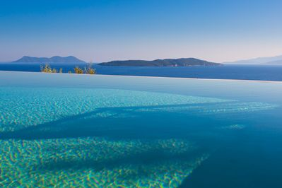 Unforgettable scenery and moments of relaxation in the swimming pool