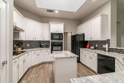 Large, beautiful kitchen with great counter space - have fun!
