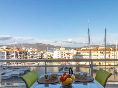 Photo for One bedroom Apartment, sleeps 3 in Empuriabrava with Air Con and WiFi