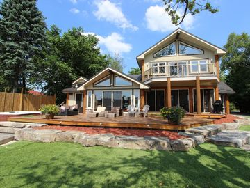 Kawartha Lakes  Waterfront Golf, Boating with Hot Tubs ,Steam room, Home theater