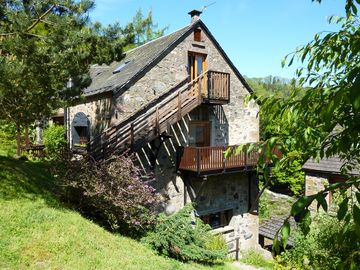 The Jute Store sleeps 6, The Loft sleeps 2.  - The Loft at Brooklinn Mill