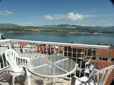 Photo for One bedroom apartment with terrace and sea view Mastrinka (Čiovo)