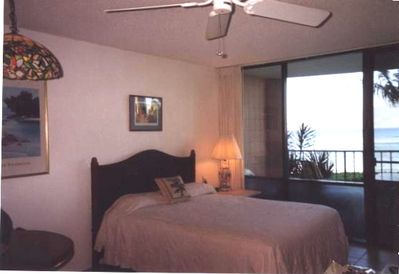 Queen size bed - fall asleep to the gentle sounds of the surf