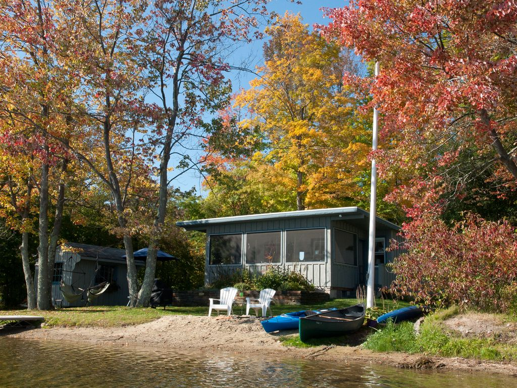 Lenox rental lakefront cottage tranquil escape near for Lake cabins for rent in massachusetts