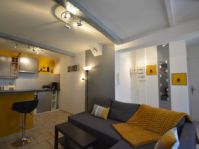 Photo for Apt Sweet, adorable apartment in the heart of Apt