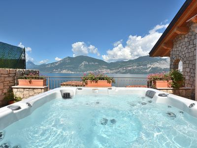 Photo for Paradise Apartment With Jacuzzi Lake View