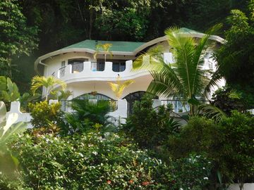 Private secluded Villa & Pool in Jaco , only  2 minutes to beautiful beach
