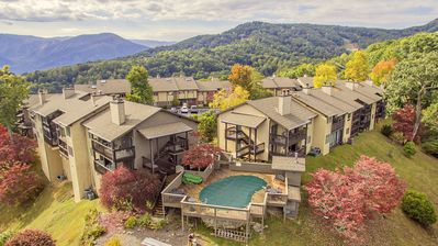 Raven Crest Condo 413 - Amazing Mountain Views with quick access to Gatlinburg