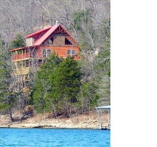Great water views from the huge decks, private dock and close to Eureka Springs!