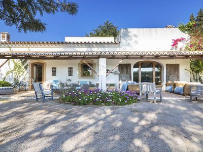 Photo for This 4-bedroom villa for up to 10 guests is located in Loule and has a private swimming pool, air-co