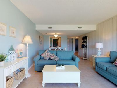 Photo for Condo with shared pool and golf, short walk to the beach!