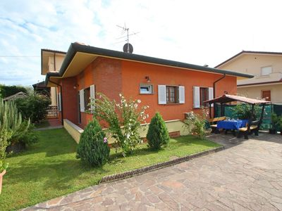 Photo for Beautiful private villa with WIFI, TV, washing machine, pets allowed and parking, close to Viareg...
