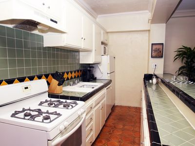 Photo for Glamorous Hollywood 1 bdr. Apartment + free parking