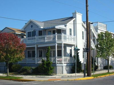 Great Location! Beautiful 2nd Floor Condo. Two Blocks from Beach and Boardwalk.