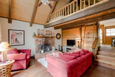 Great High Ceiling Living Room with fireplace and Satellite TV