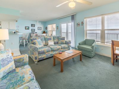 Photo for Bright gulf front condo, Beach setup included, Close to entertainment