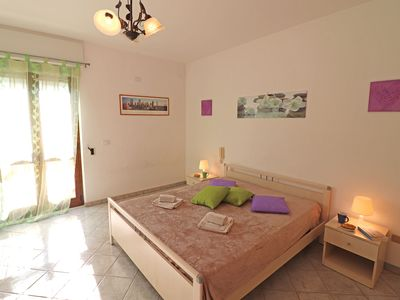 Photo for Central Apartment with Wi-Fi, Air Conditioning and Balcony; Pets Allowed