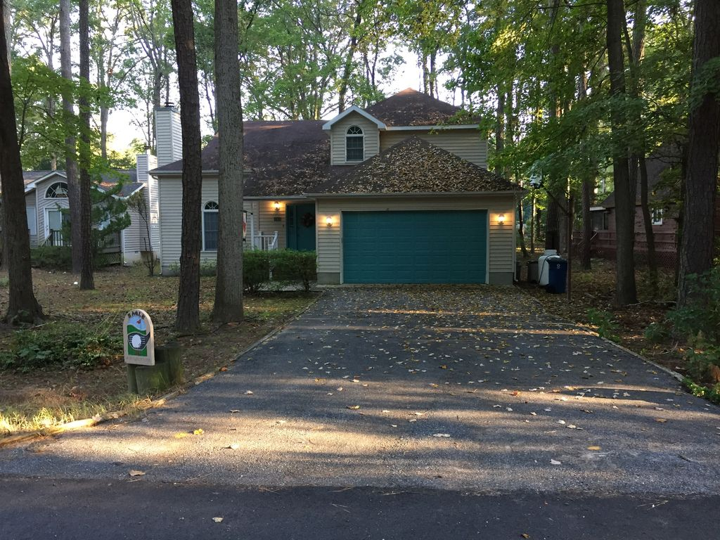 Spacious Well Maintained 3br 3bath Home Overlooking