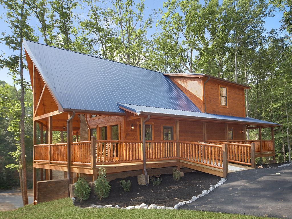 Luxury 4 Bedroom Gatlinburg Cabin With Private Home Theater Room Gatlinburg Tennessee