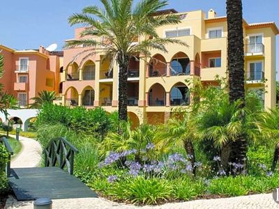 Photo for 3 bedroom Apartment, sleeps 6 in Meia Praia with Pool