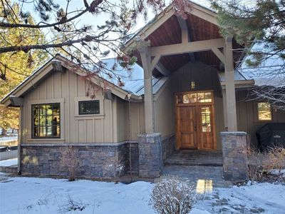 Photo for Gorgeous lakeside Caldera Springs cabin, private hot tub, A/C and WIFI