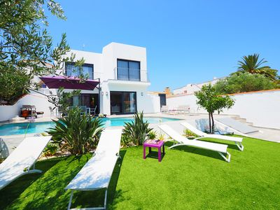 Photo for This 4-bedroom villa for up to 10 guests is located in Empuriabrava and has a private swimming pool,