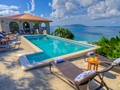 Beautiful 4 bed villa, overlooking the surf of Apple Bay with large pool, A/C