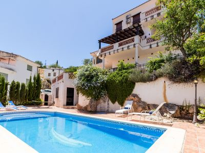 Photo for Fabulous villa with private pool and views
