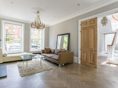 Photo for Priory Road West - luxury 4 bedrooms serviced apartment - Travel Keys