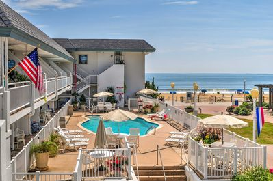 This Virginia Beach unit is perfect for an unforgettable couple's retreat.