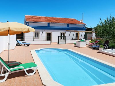 Photo for This 3-bedroom villa for up to 6 guests is located in Estoi and has a private swimming pool and Wi-F