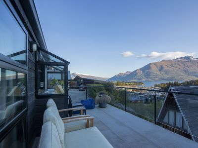 Photo for Stunning Central Queenstown Lake House