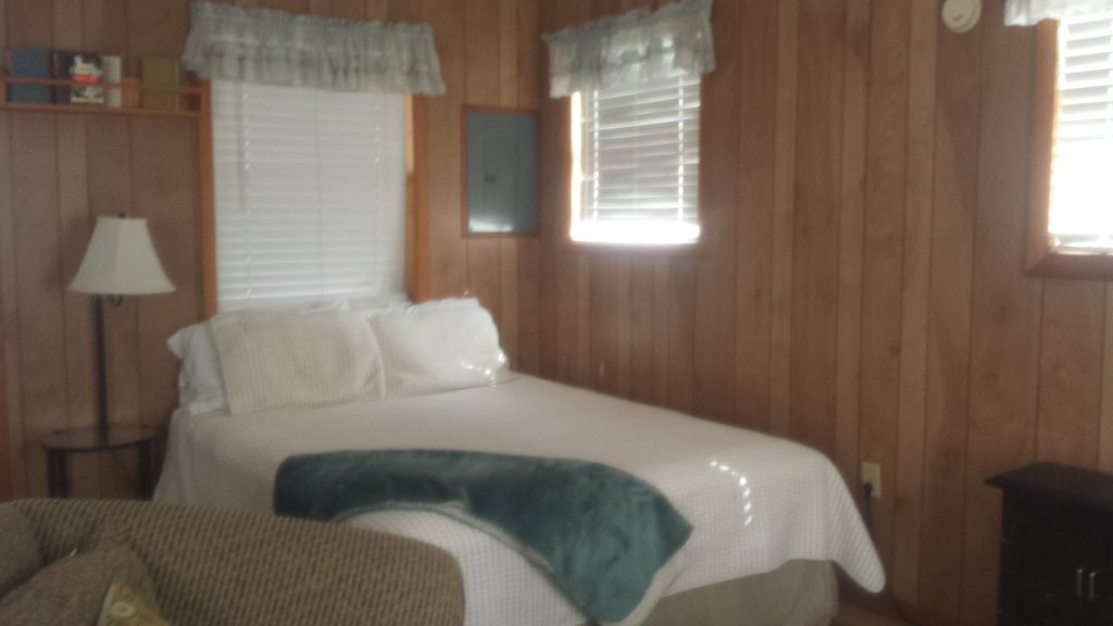Port St. Joe Cabin Rental   Queen Bed