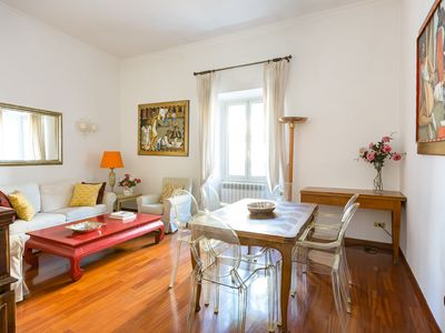 The bright,  roomy Classico apartment is in a terrific Spanish Steps locatio