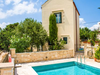 Photo for Beautiful villa centrally located in  Douliana, near Vamos and Almirida,5 guests